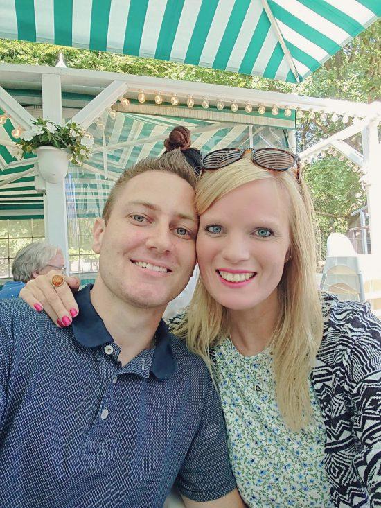 Inde på Bakken og se Cirkusrevyen 2018 – med familien og kæresten. Spiste aftensmad på Restaurant Bøgely.