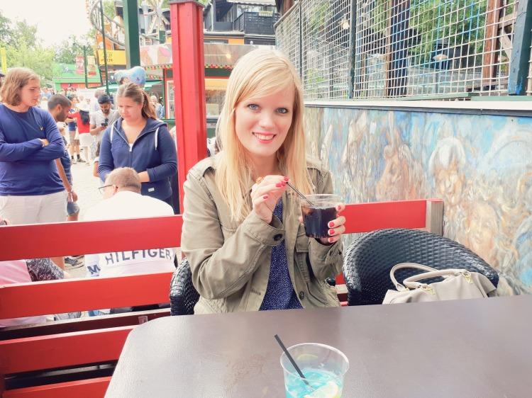 Hygge med Marie på Bakken – Drinks & god mad - Jul i juli – spiste god mad på Elverdybet – drak fine drinks – whisky & cola – Jul på Bakken - julestemning