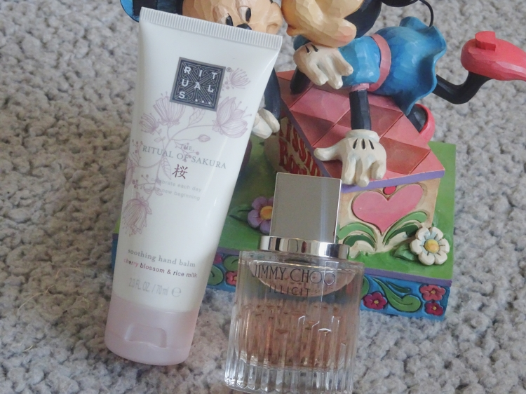 skønhed – beauty – hudpleje – dufte – parfumer - rituals the ritual of sakura soothing hand balm & jimmy choo illicit