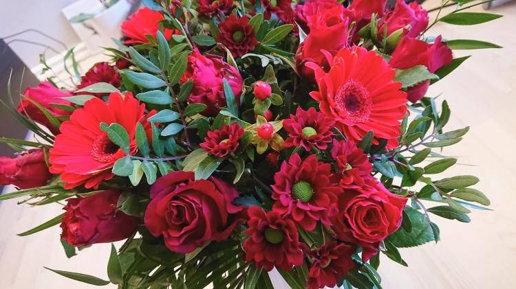 Røde blomster på Valentinsdag