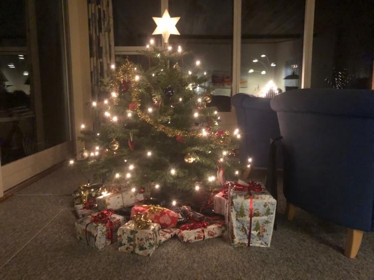 Juledagene 2019 – julen 2019 – christmas – julegaver, juletræ